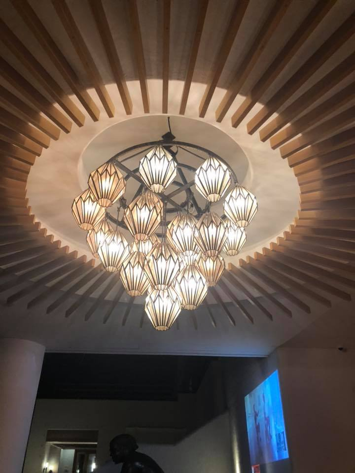 I just loved this light fixture in Suspiro